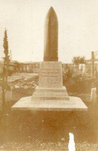 La tomba nel cimitero di Romans d'Isonzo di Tosi-Bellucci e Santanchè